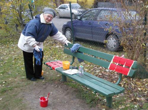 """Akcja """"Malowanie ławek z LUTW"""" 2012"""