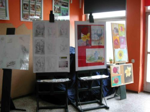 Wystawa prac uczestników zajęć plastycznych dla młodzieży i dorosłych 2012